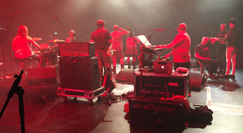 Image backstage of Reasons to be Cheerful