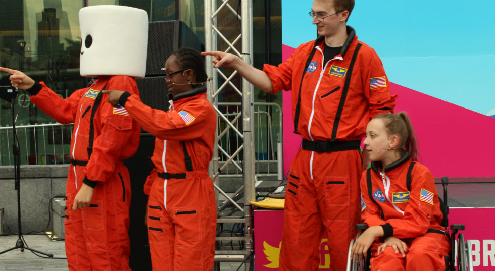 Image of 4 Rollettes in orange jumpsuits